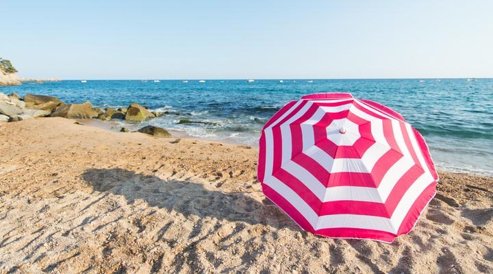 Het mooie strand van de Costa Brava