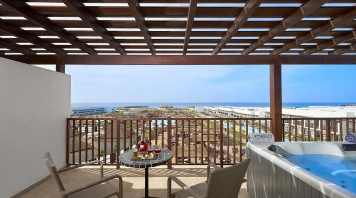 Balkon met jacuzzi van Grand Suite