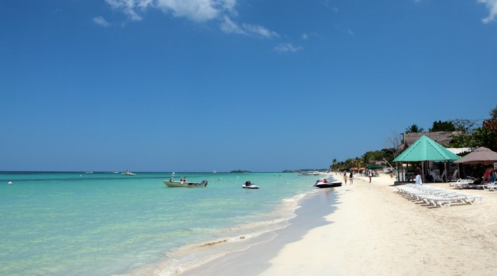 Seven Miles Beach in Jamaica