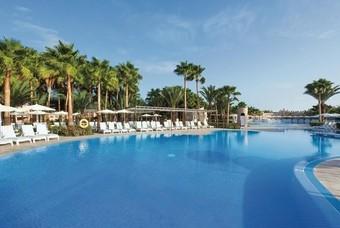 Het grote zwembad van RIU Palace Cabo Verde