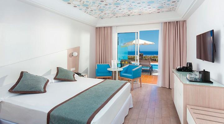 de slaapkamer van 2-persoonskamer, Suite met privé zwembad, Adults o