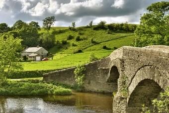 Brug over beekje in Engeland