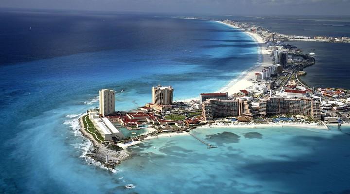 Een hotel in de lagune van Cancun