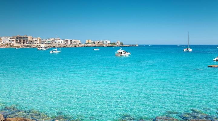 Otranto met het helderblauwe water