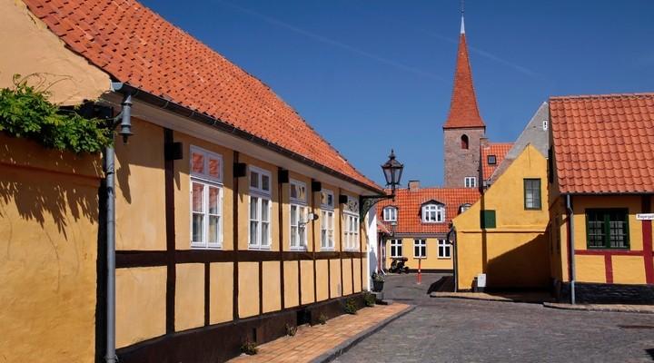 Historisch centrum, gekleurde huisjes Ronne