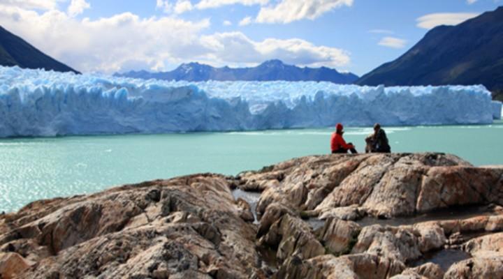 De ijsblauwe bergmeren in Patagonië