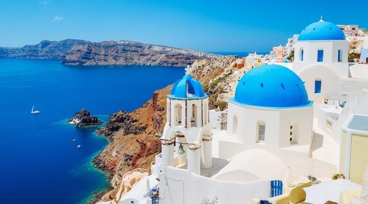 De typische witte huisjes op Santorini