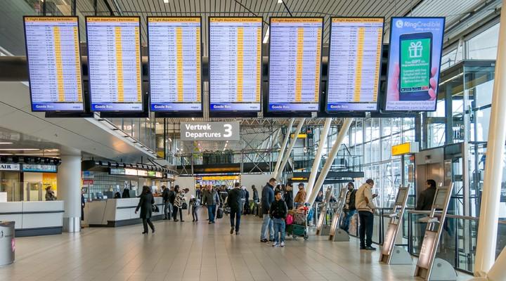 Vertrekborden op Amsterdam Airport Schiphol