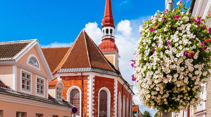 Kerkje in Estland, Reizen in Estland