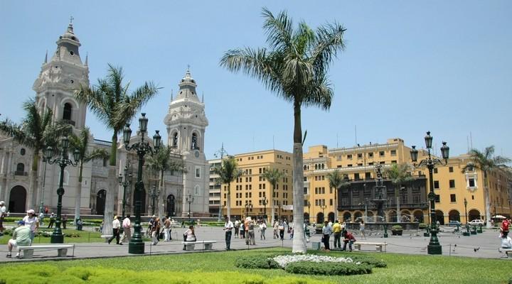 Kathedraal en koloniale gebouwen in Lima