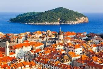 Uitzicht vanuit de binnenstad van Dubrovnik
