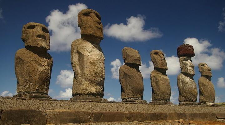 Moai beelden op het Paaseiland