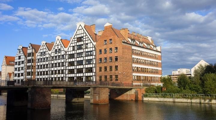 Graanschuren en Krowi Bridge in Gdansk, Polen