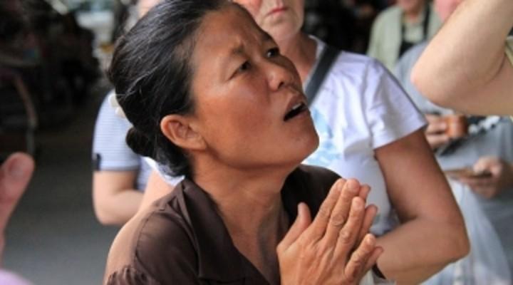 biddende/bedelende Thaise vrouw, Thailand