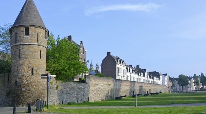 Stadsmuur en kanonnen in Maastricht, Limburg