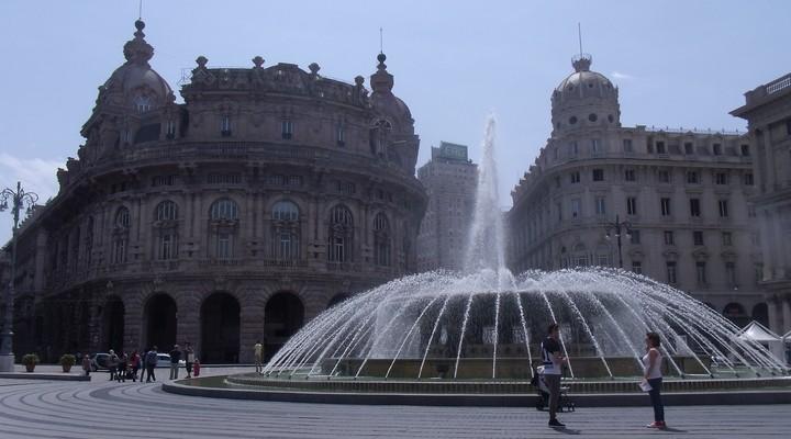 Genua heeft naast deze mooie fontein, grote pleinen, imposante kerken en prachtige paleizen