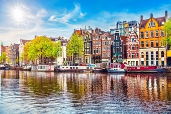 Eerste Booking Cares Lab in Amsterdam