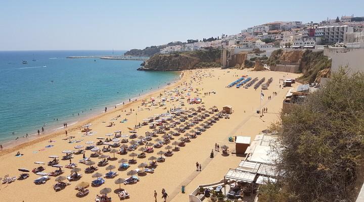 Het strand van Albufeira
