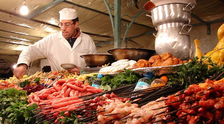 Marokkaanse marktkraam met vlees