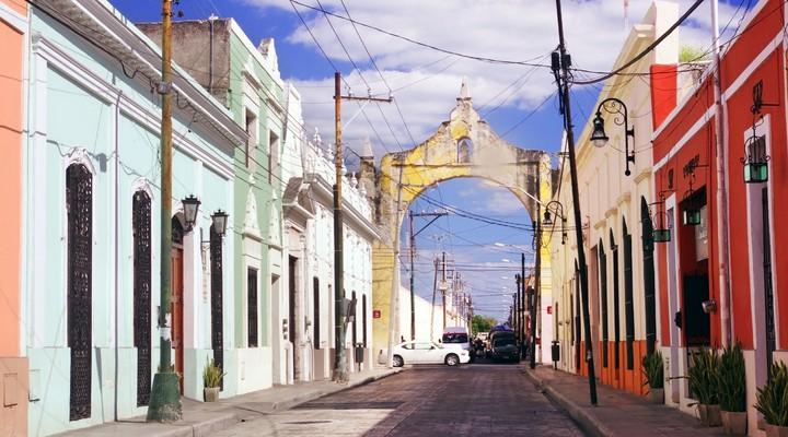Kleurrijke straat in Mérida, Mexico