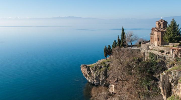 Kerkje boven het meer van Ohrid