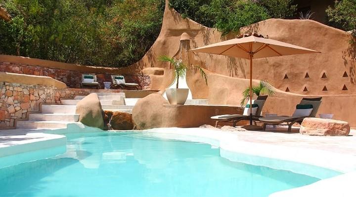 Een luxe eco lodge met zwembad
