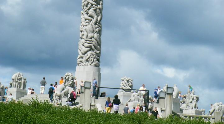 Vele beeldhouwwerken