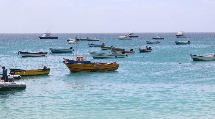 De vissersbootje bij Santa Maria