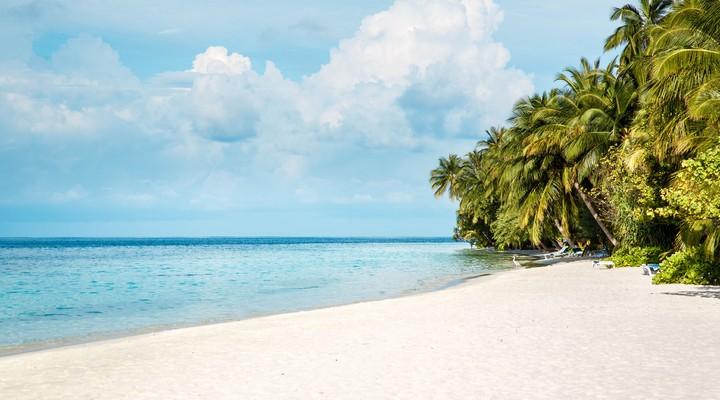 De witte stranden zijn niet geschikt voor schoenen