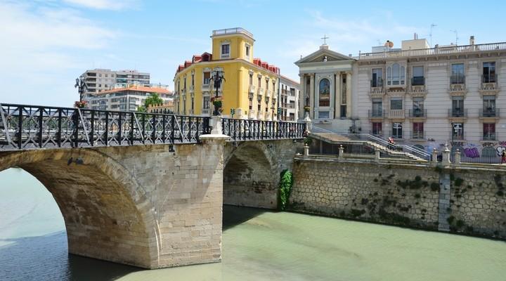 Mooie brug in de stad Murcia