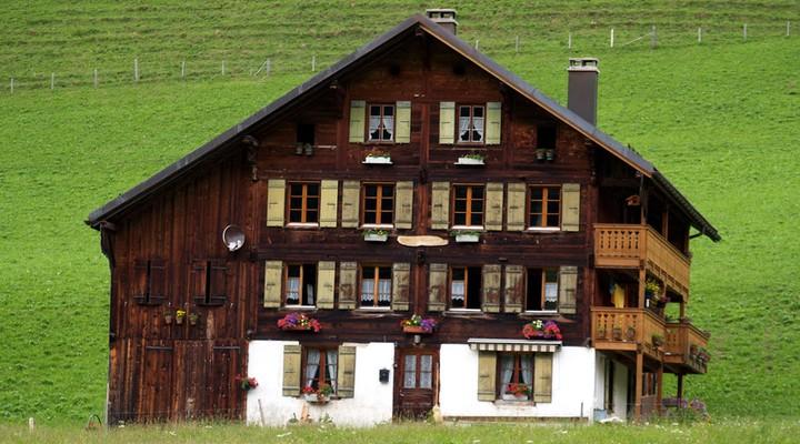 Houten chalet in Zwitserland
