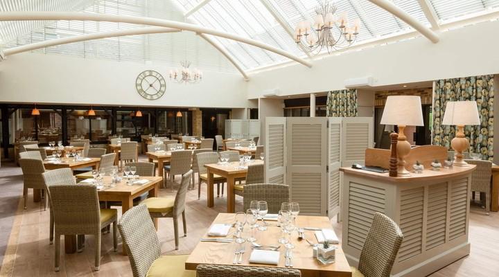 Het restaurant in Oxford Thames Four Pillars Hotel