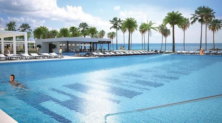 Een van de zwembaden van RIU Palace Costa Mujeres