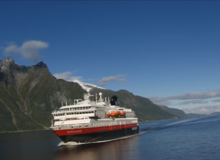 Hurtigruten in de Hjørundfjord