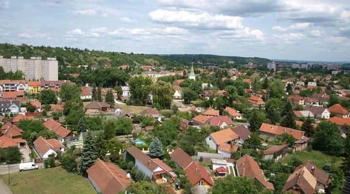 Bovenaanzicht huizen Miskolc, Hongarije