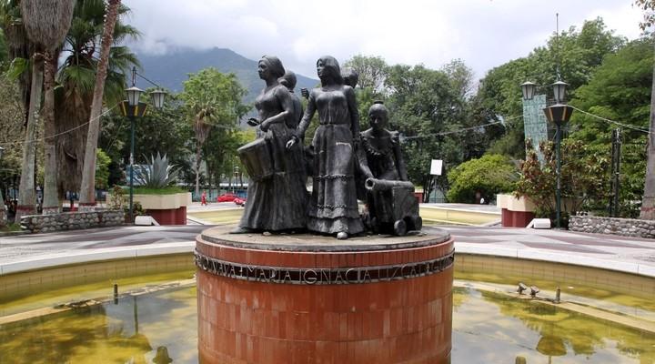 Standbeeld van vrouwen in Mérida