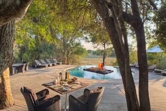 Het zwembad van Phinda Forest Lodge