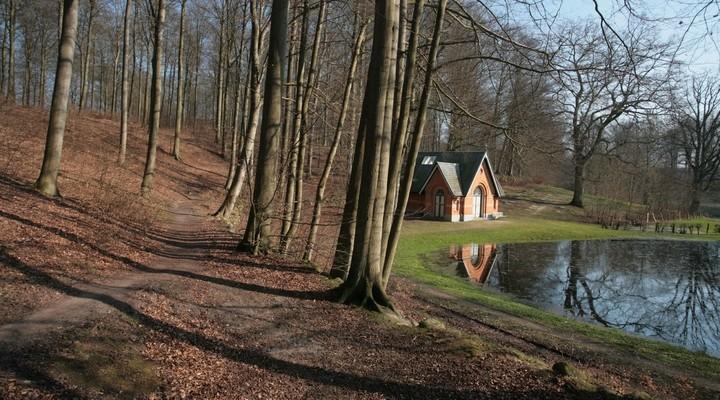 Hutje aan het water in Seeland, Denemarken