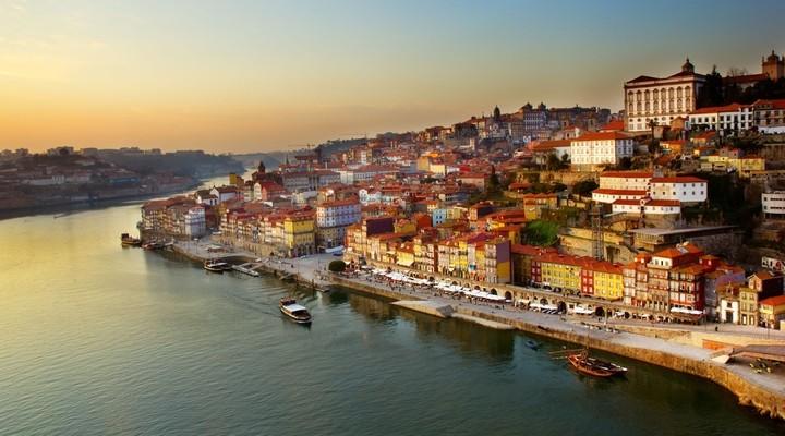 Oude centrum Porto en rivier de Douro, Portugal