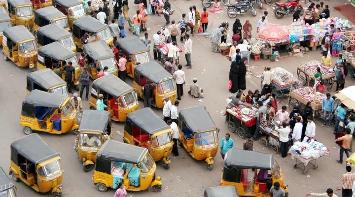 Een drukke straat in India