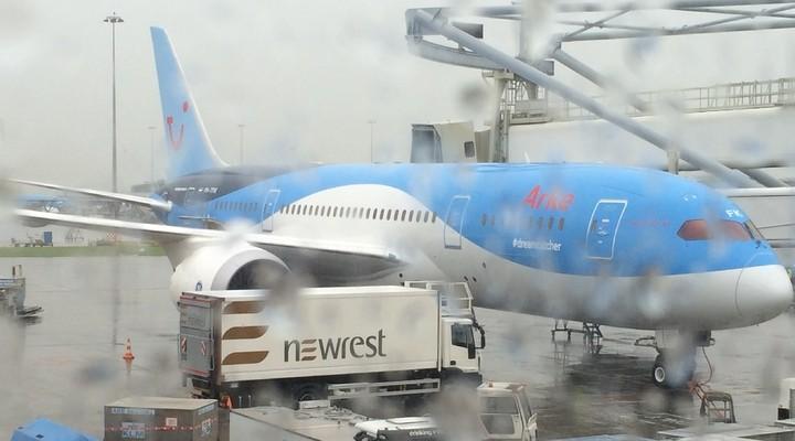 Dreamliner in het regenachtige Nederland