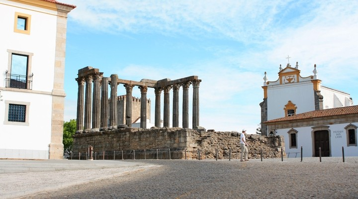 Romeinse tempel Diana in Évora, Portugal