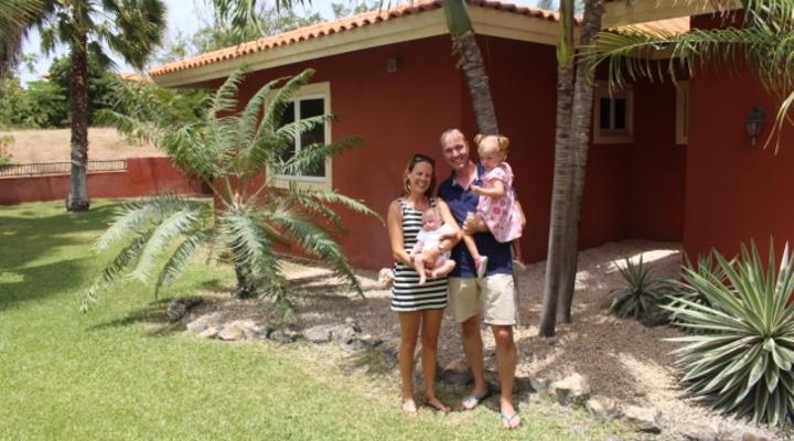 Marit en haar gezin op Curaçao