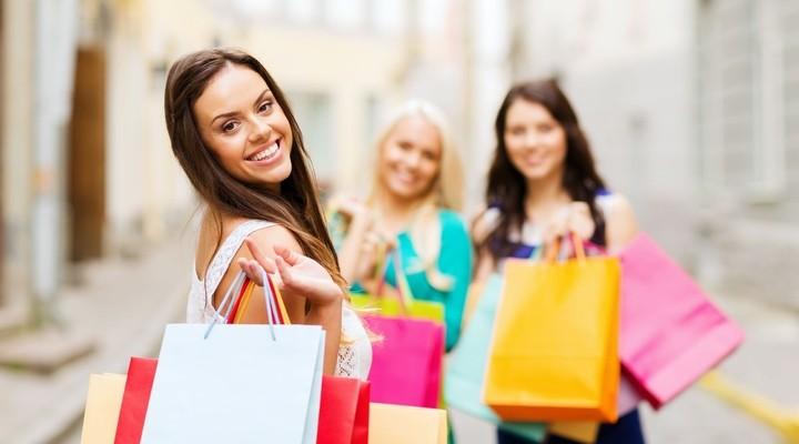 Blij en tevreden na een dag shoppen