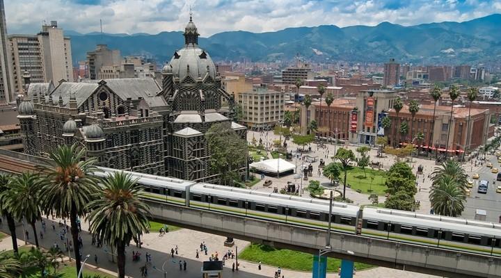 Uitzicht op een plein in Medellin