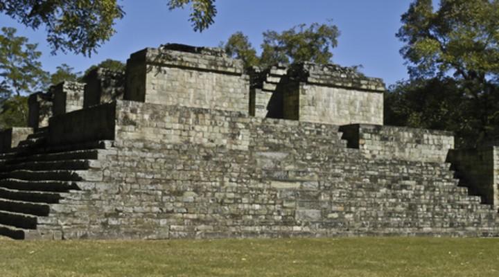 Tempel bij de ruïnes van Copán