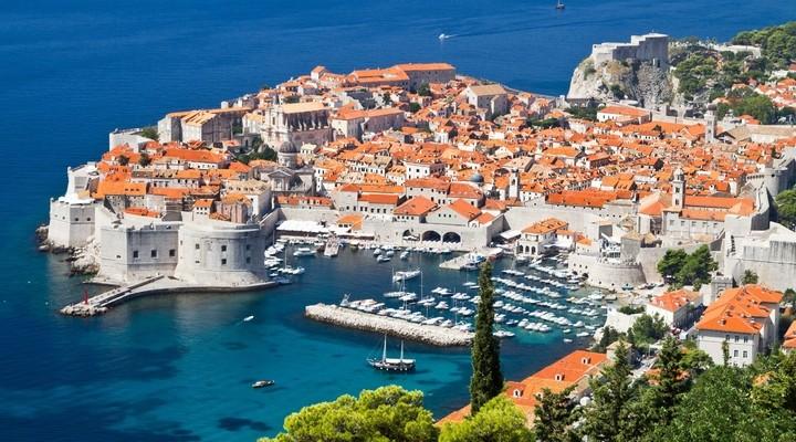 Oude binnenstad Dubrovnik aan het water, Kroatie