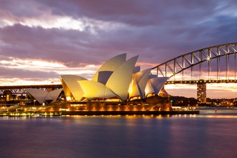 Het Operahuis in Sydney in de avond