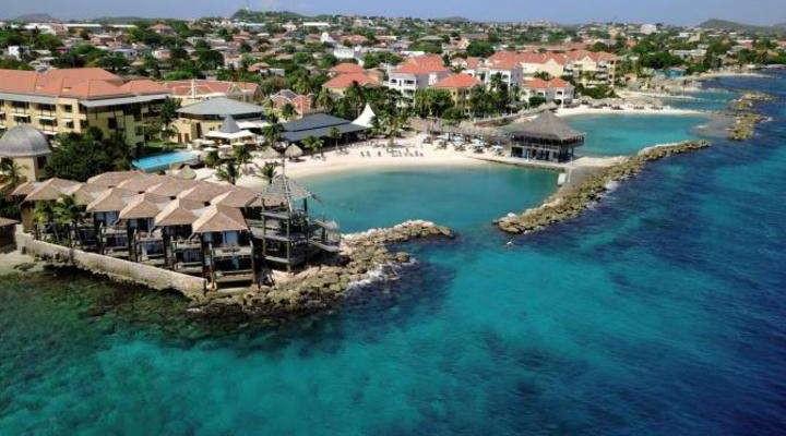 Avila Beach op Curacao