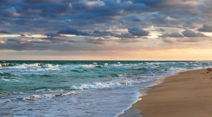 Een onrustige zee in Cuba